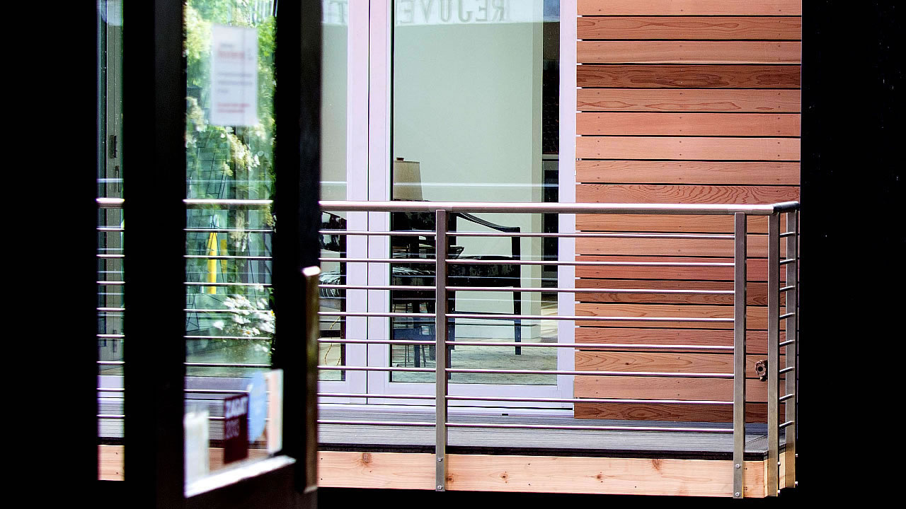CLEARVIEW® Olympus Stainless Steel Horizontal Bar Railing along Exterior Deck